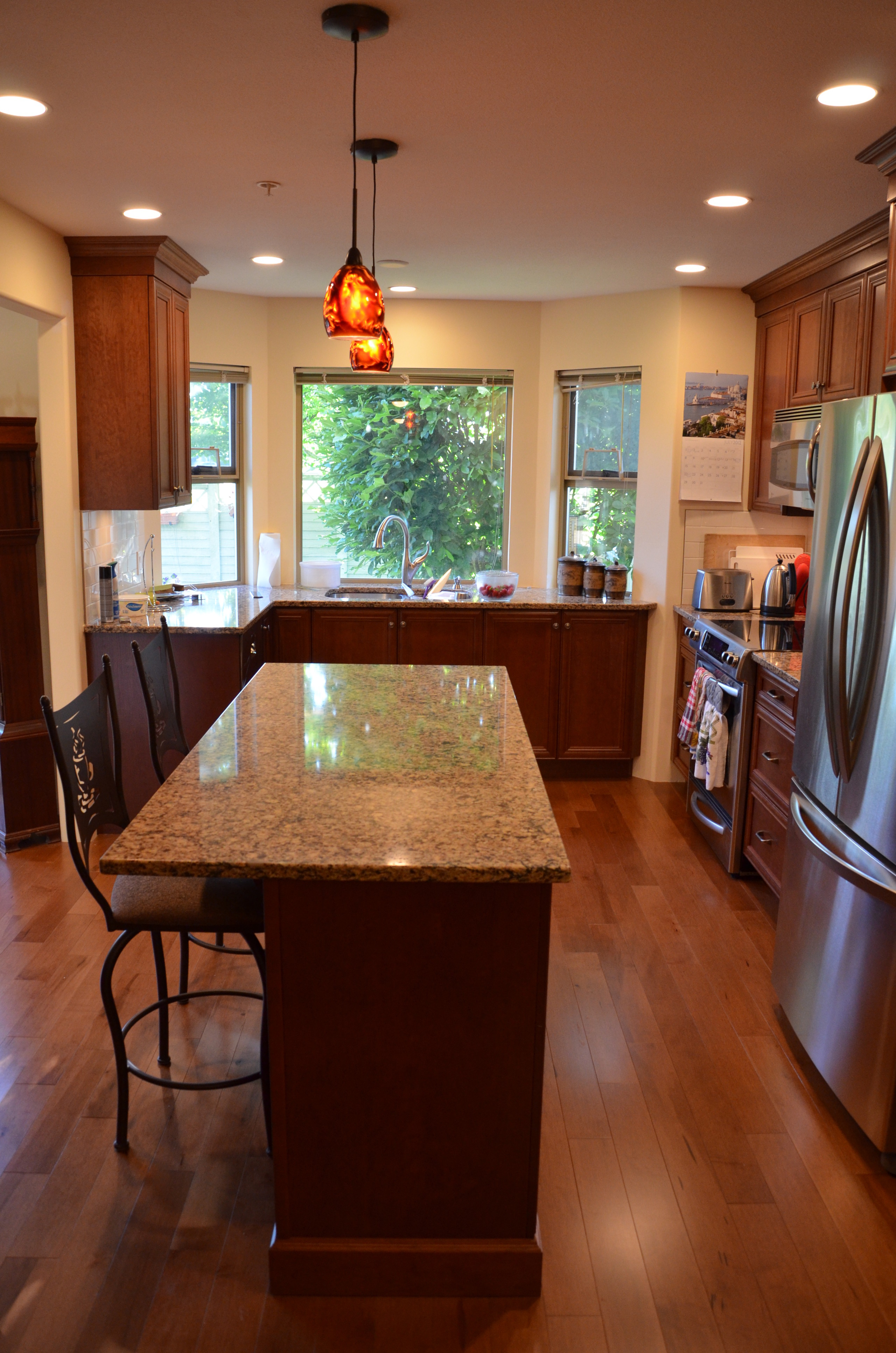 oak island in kitchen